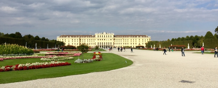 Schönbrunn Palace IS BEAUTIFUL